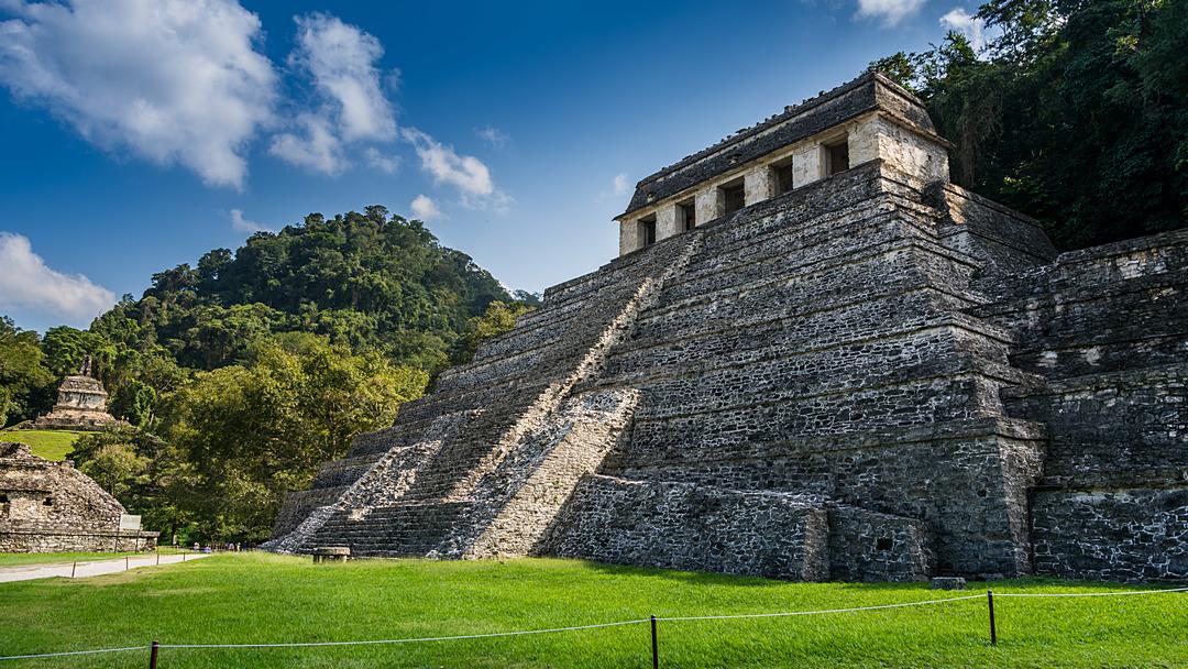 Piramida Inskrypcji z grobowcem Pakala Wielkiego