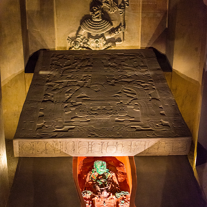 Narodowe Muzeum Antropologiczne w Meksyku, Płyta grobowa Pakala z Palenque