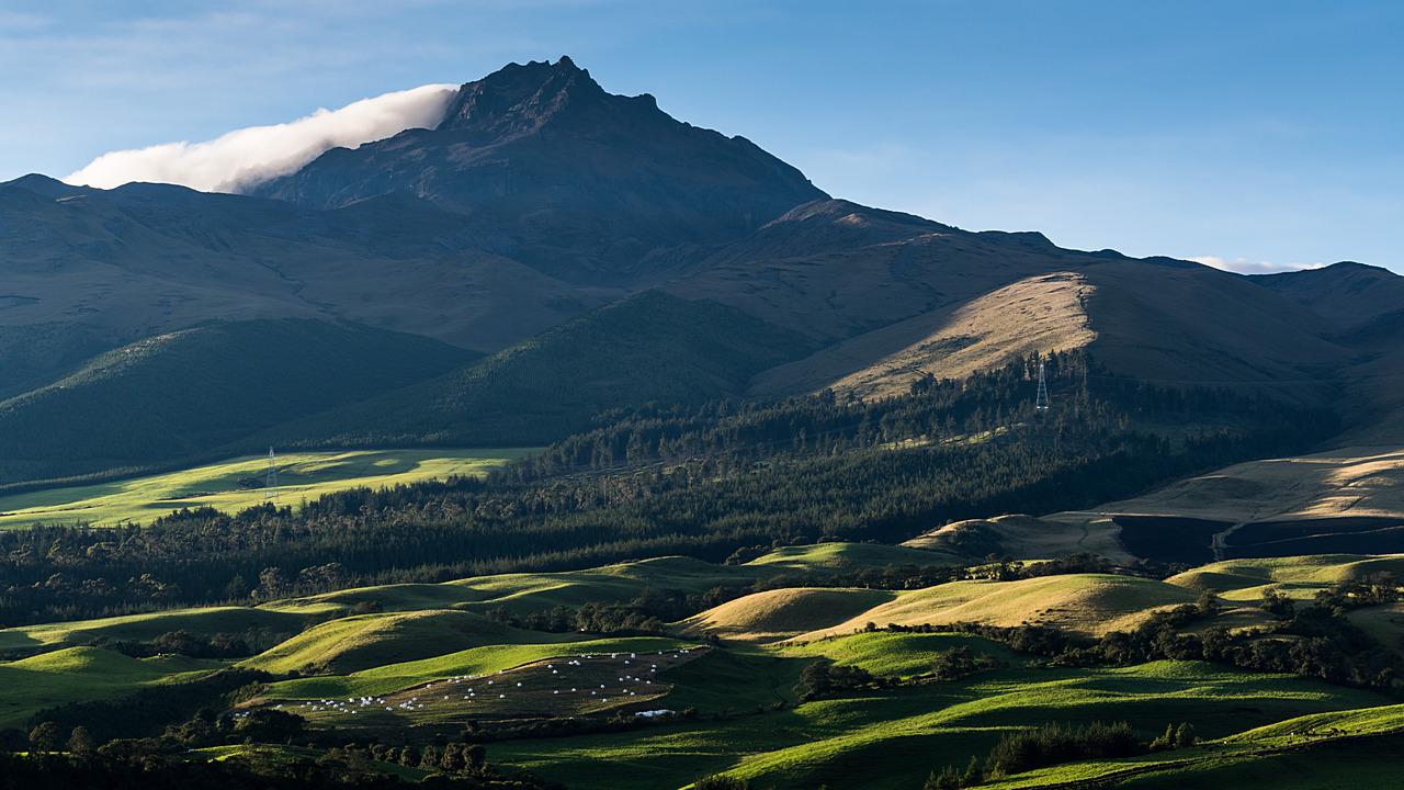 Widok na wulkan Sincholaqua