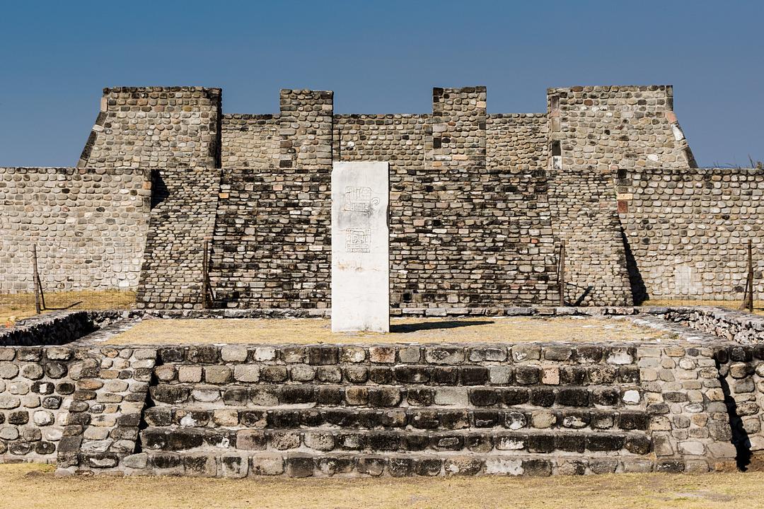 Xochicalco stela z glifami w Kompleksie Południowym