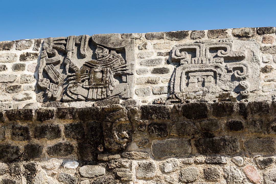 Xochicalco Piramida Pierzastego Węża płaskorzeźby