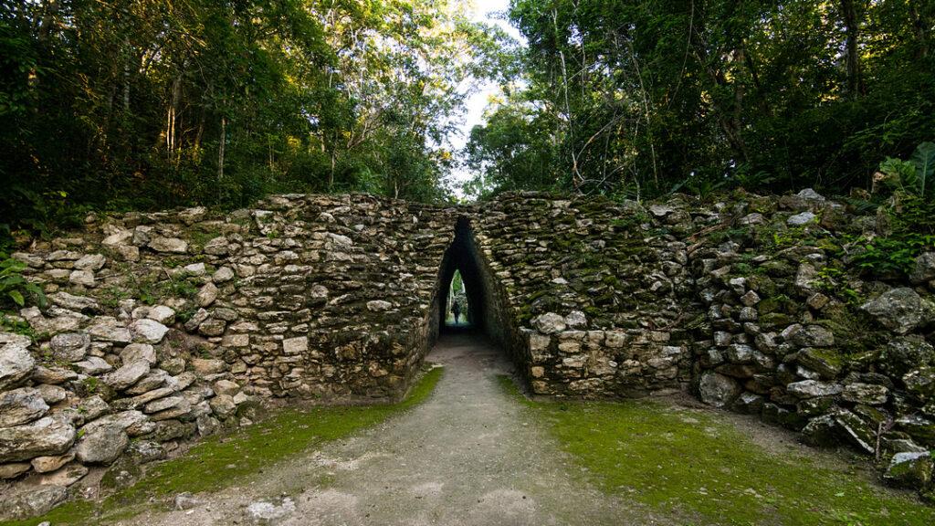 Becan korytarz