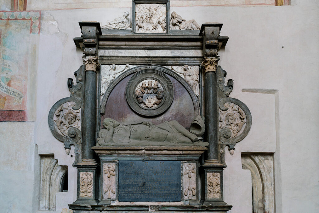 Renesansowy nagrobek w kościele św. Franciszka i św. Bernardyna